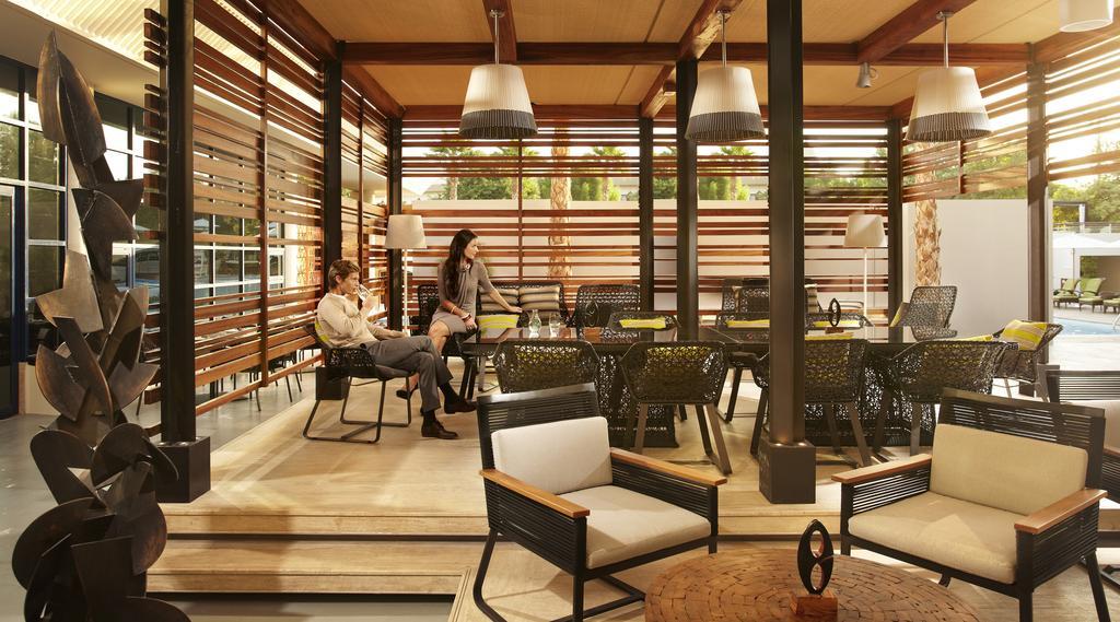 رستوران ها و خدمات تفریحی هتل جمیرا کریک ساید دبی