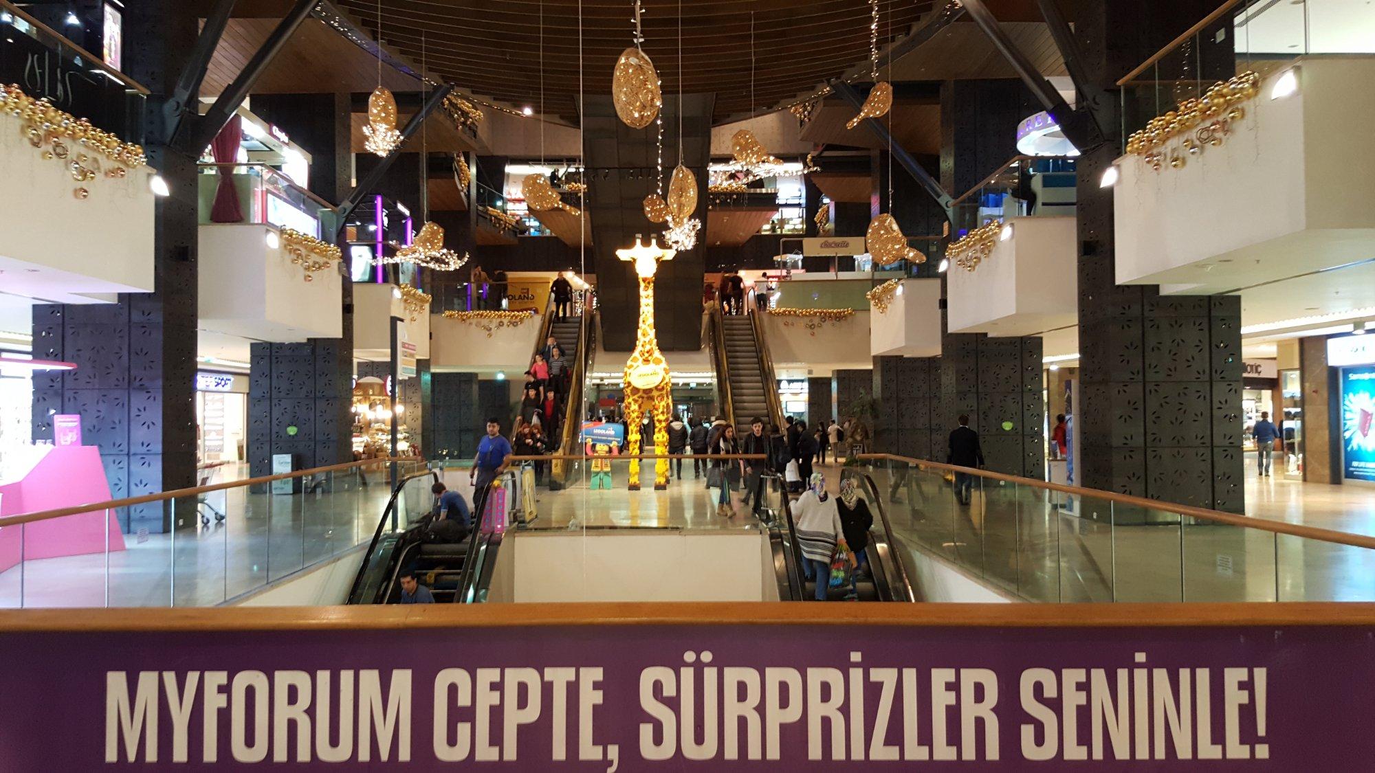 آکواریوم تونلی مرکز خرید فروم استانبول