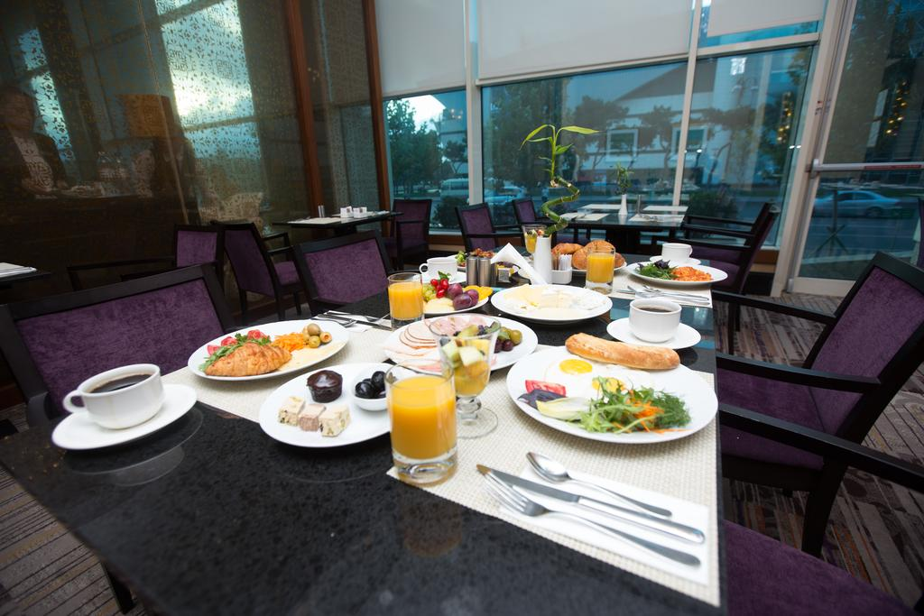 رستوران ها و امکانات تفریحی هتل هیلتون