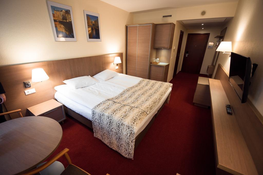 اتاق های هتل آمبسادور باکو
