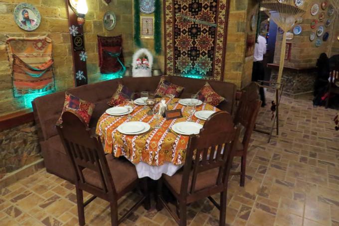 قیمت غذا در باکو در رستوران فیروزه