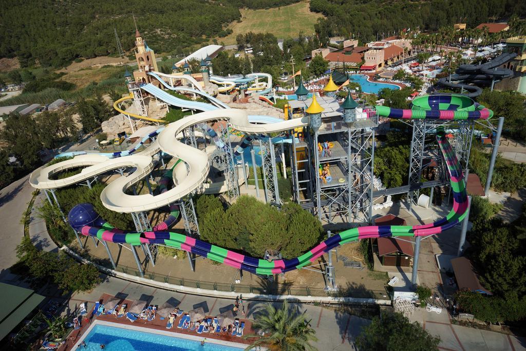 پارک آبی هتل آکوا فانتزی کوش آداسی