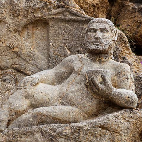 مجسمه هرکول کرمانشاه