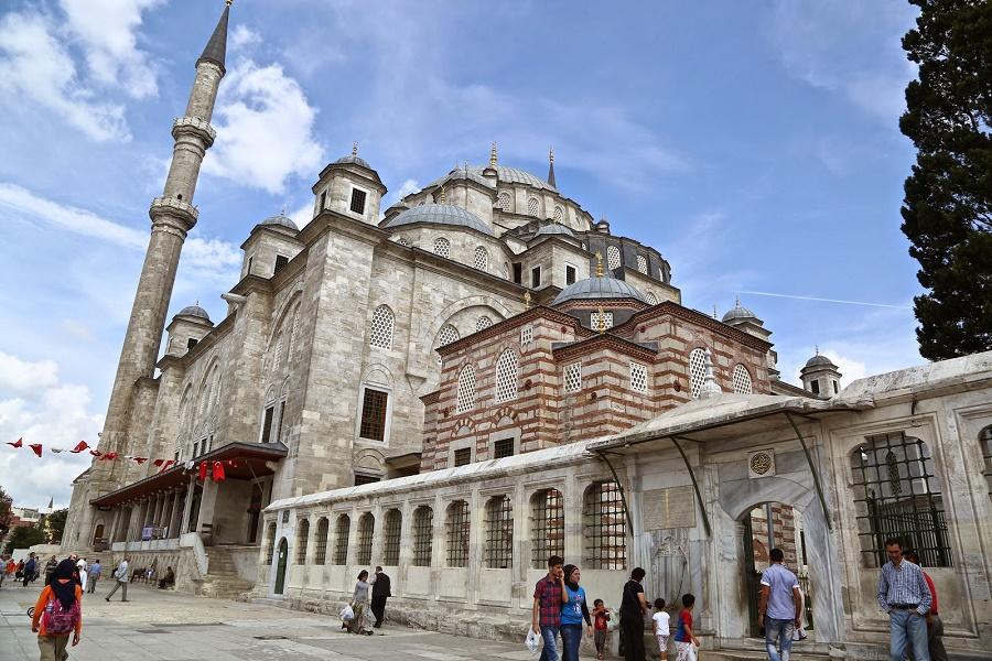 مسجد فاتیح چهار شنبه بازار استانبول