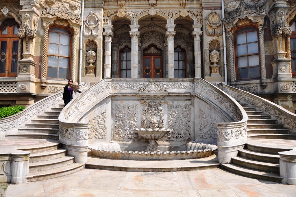 نمای کاخ کوچوک سو استانبول