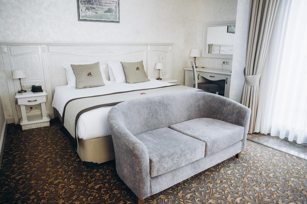 اتاق های هتل کلوزیوم مارینا باتومی