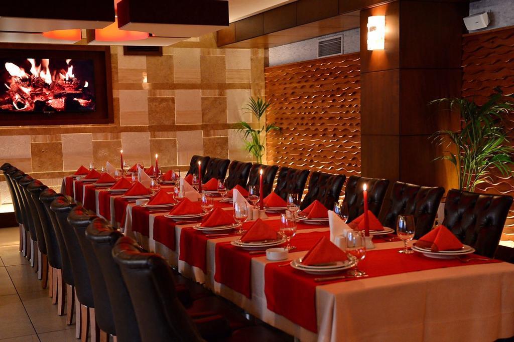 رستوران ها و امکانات تفریحی هتل ریویرا باکو