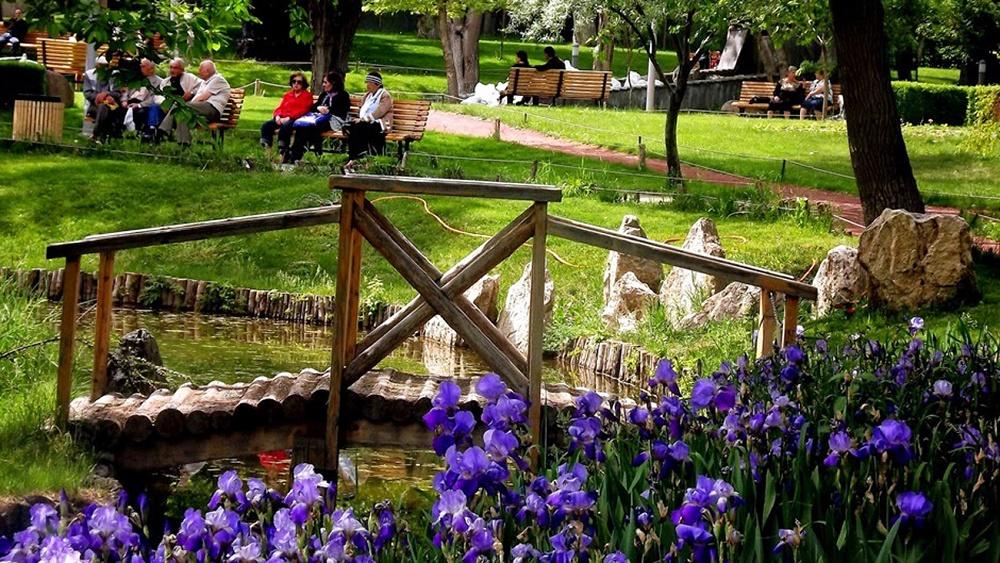 پارک عشاق در خیابان مارشال باغرامیان ارمنستان