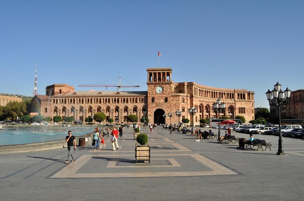 میدان هانرابدوتیان هراپاراگ ارمنستان