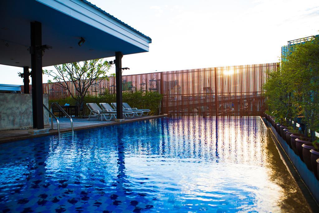 رستوران ها و امکانات رفاهی هتل دپاترا بانکوک