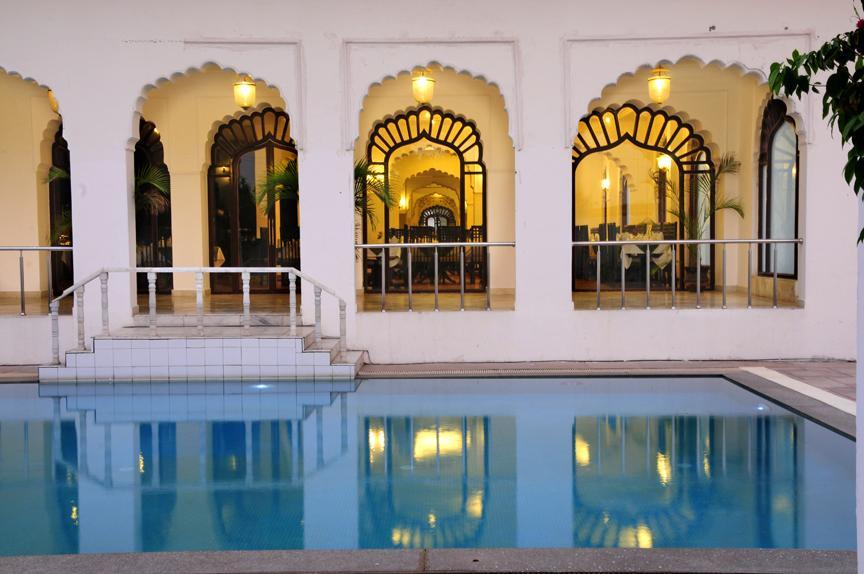 رستوران ها و امکانات رفاهی هتل آتکارش ویلاس آگرا