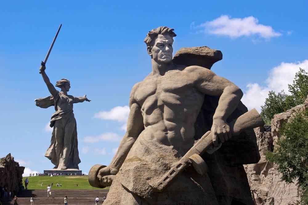 دلیل ساخت مجسمه مادر میهن روسیه