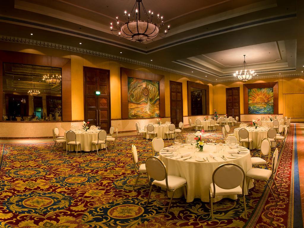امکانات رفاهی و رستوران های هتل لالیت بمبئی