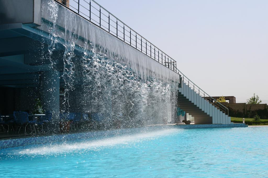 رستوران ها و امکانات رفاهی هتل لاتارایروان