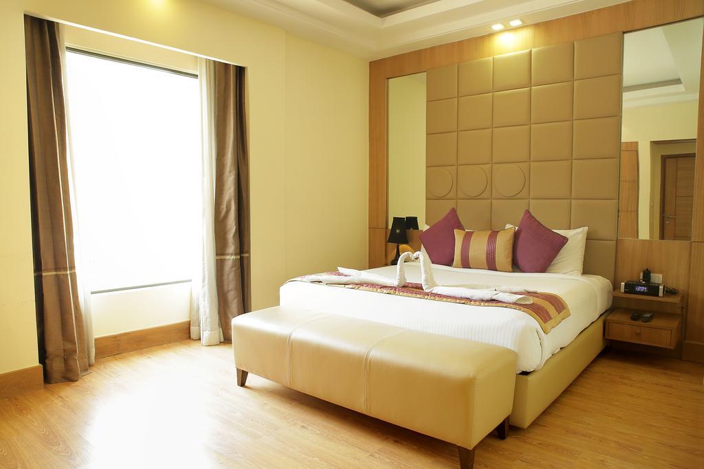 اتاق های هتل گلدن تولیپ چاتارپور دهلی هند