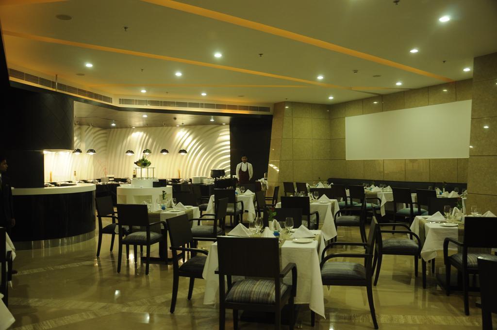امکانات رفاهی و رستوران های هتل گلدن تولیپ چاتارپور دهلی هند