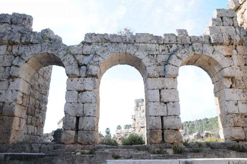 امکانات رفاهی اطراف حمام رومیها آنتالیا