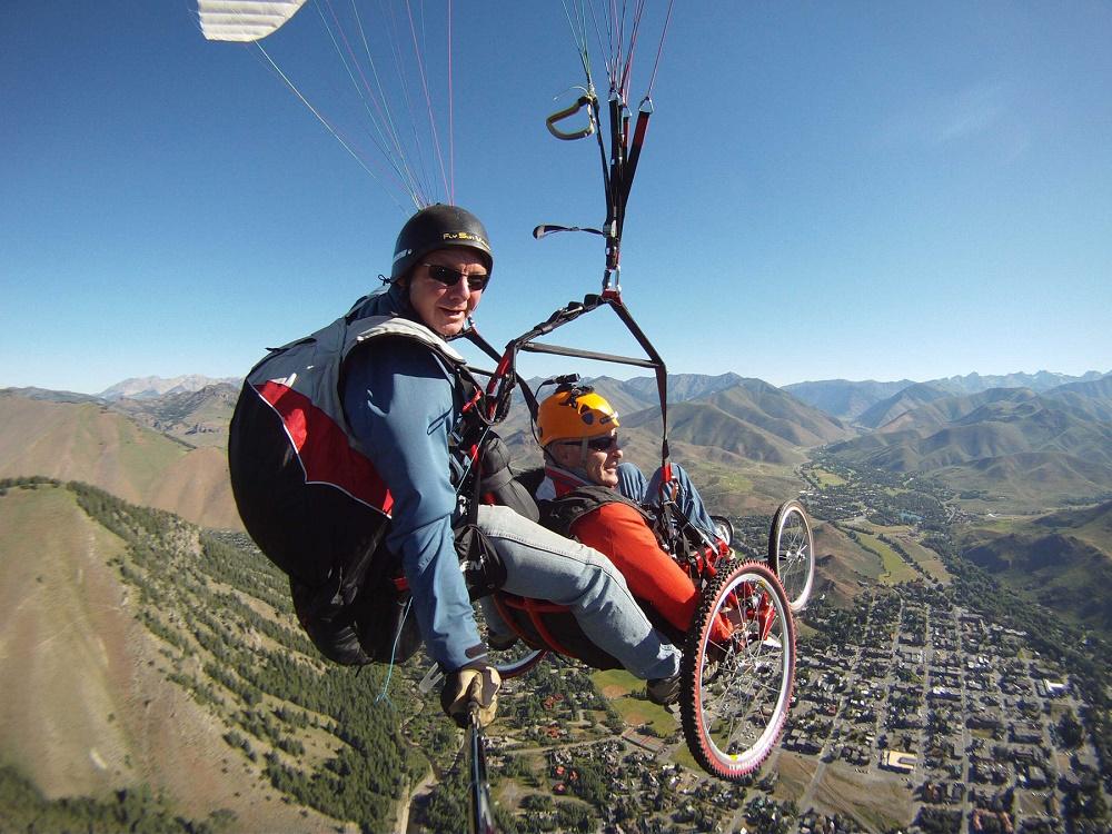 ثبت تجربه پرواز در آسمان با پاراگلایدر