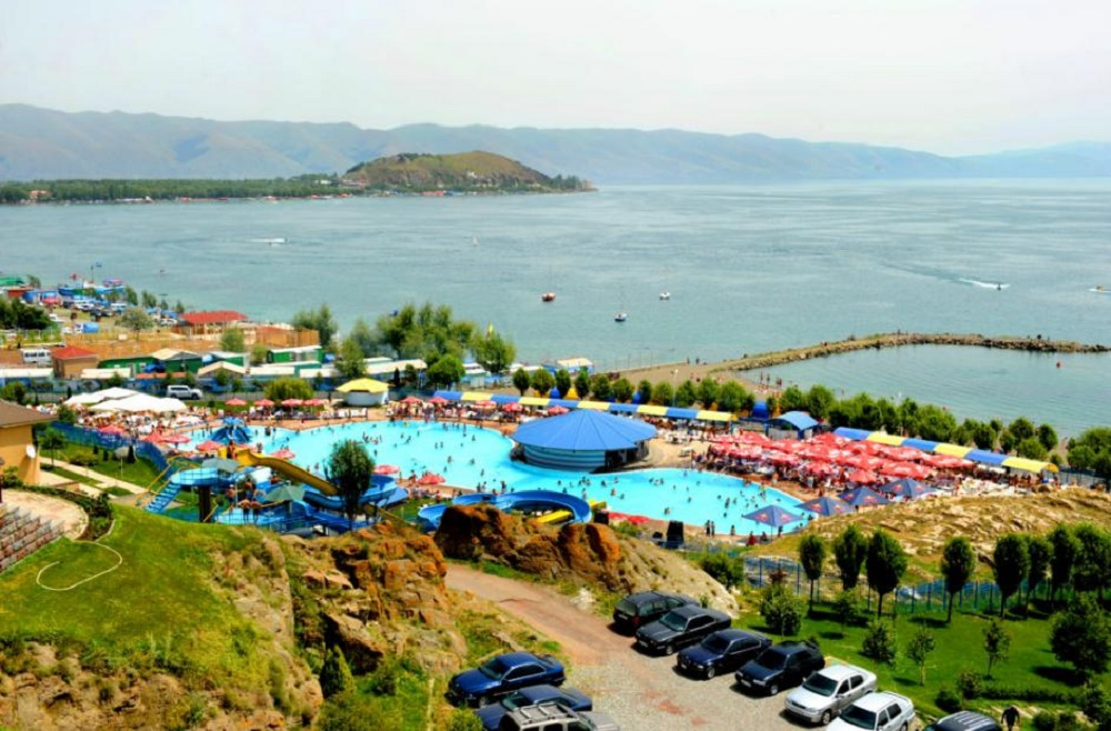 پارک دنیای آب ایروان