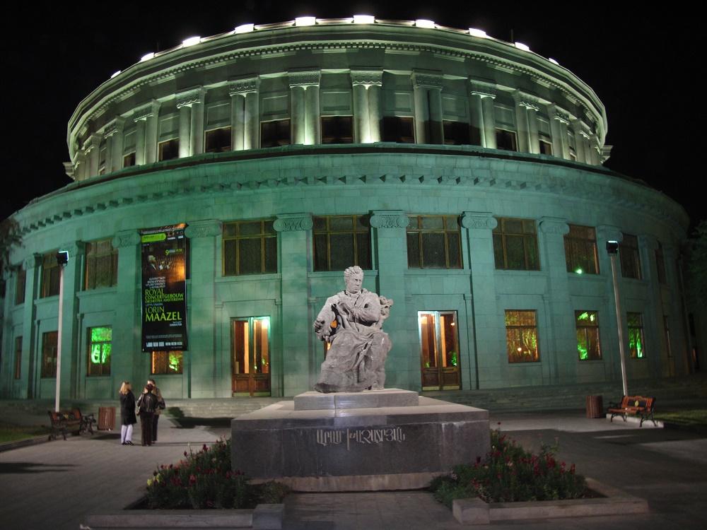 مجسمه های ساختمان اپرا ارمنستان