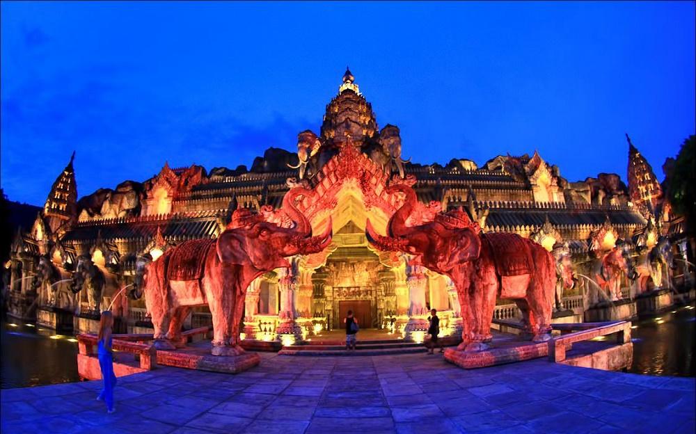 پارک تفریحی فانتاسیا پوکت تایلند
