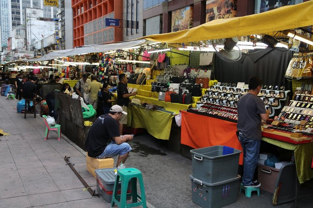 مغازه ها و محصولات بازار شبانه پات پونگ بانکوک تایلند