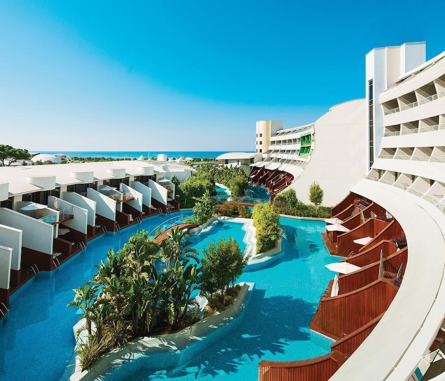 رستوران ها و امکانات رفاهی هتل کرنلیا دیاموند آنتالیا