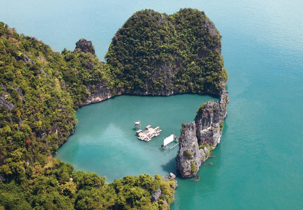 روی آب های جزیره پوکت فیلم تماشا کنید