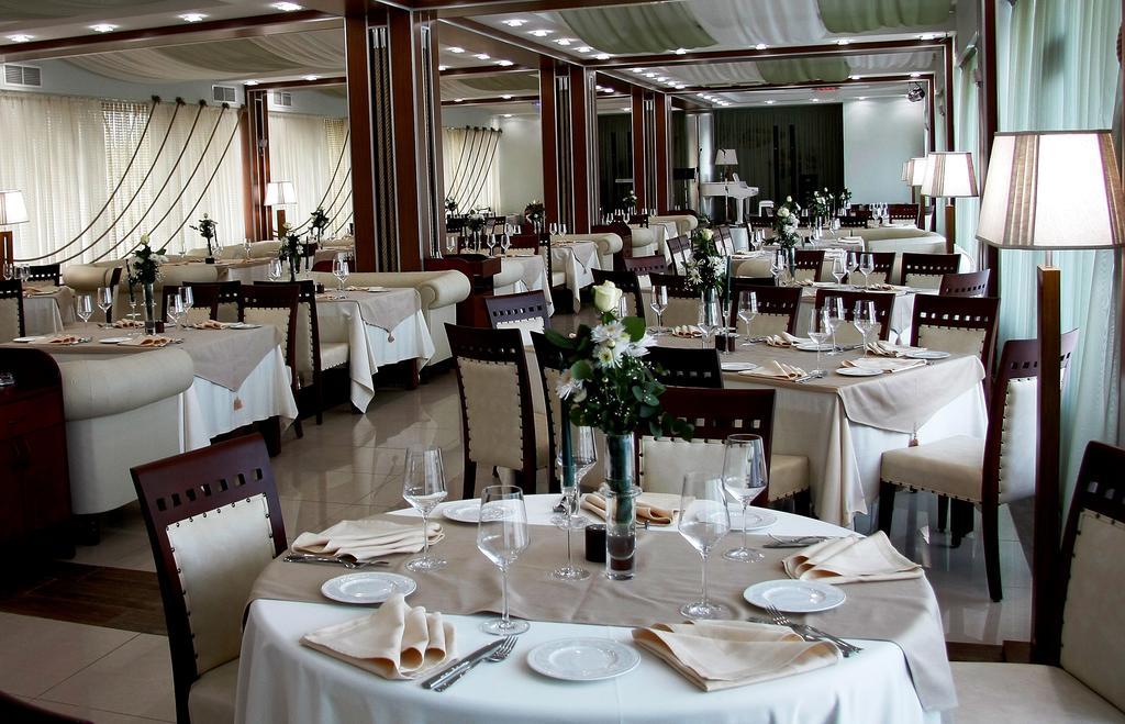 امکانات رفاهی و رستوران های هتل کروز تفلیس گرجستان