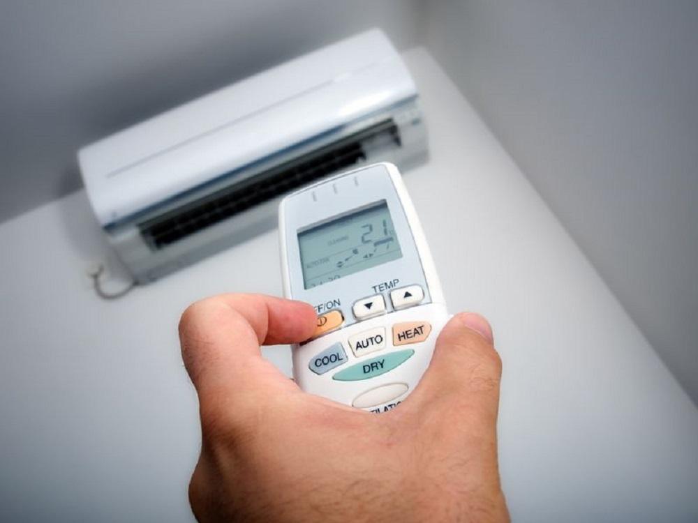 دمای هوای اتاق را بررسی کنید