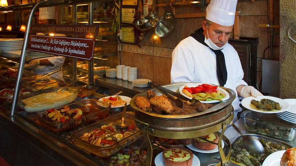 6- غذاهای محلی را امتحان کنید