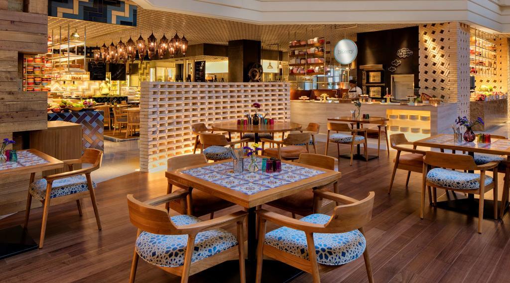 امکانات رفاهی و رستوران های هتل گرند حیات دبی