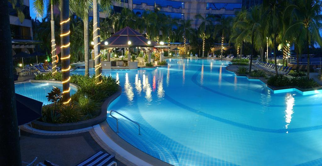 امکانات رفاهی و رستوران های هتل رنسانس کوالالامپور مالزی