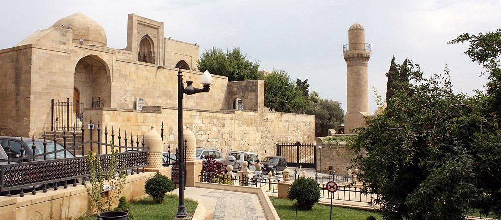 قصر شیروانشاه ها