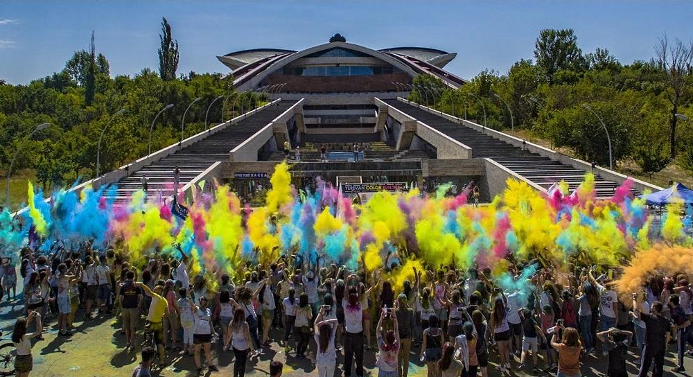 فستیوال رنگ در ارمنستان