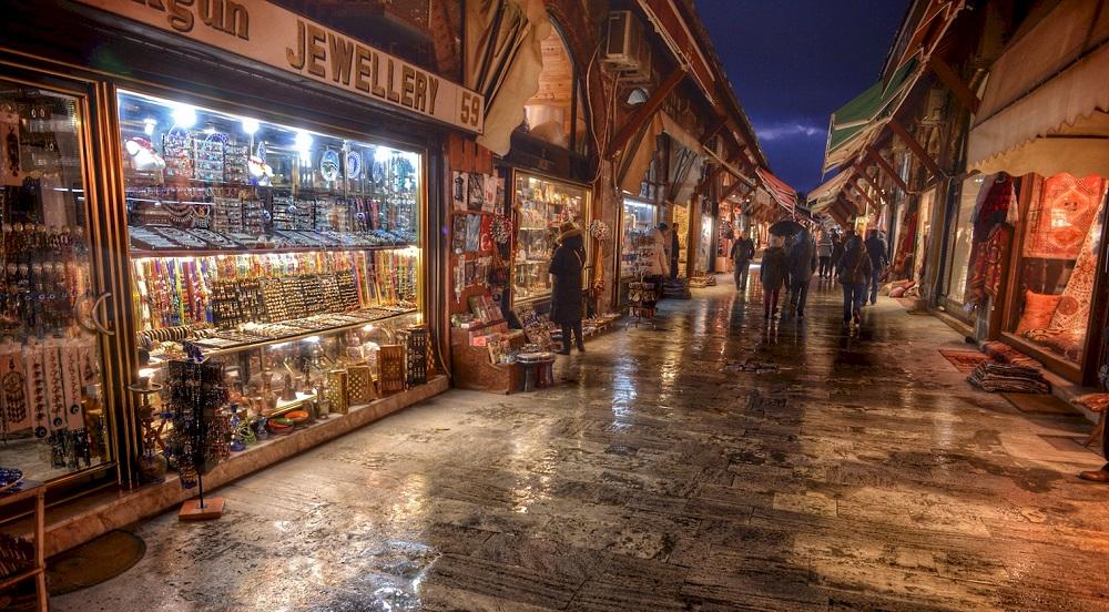 دسترسی های نزدیک و ساعات بازدید از بازار آراستا استانبول