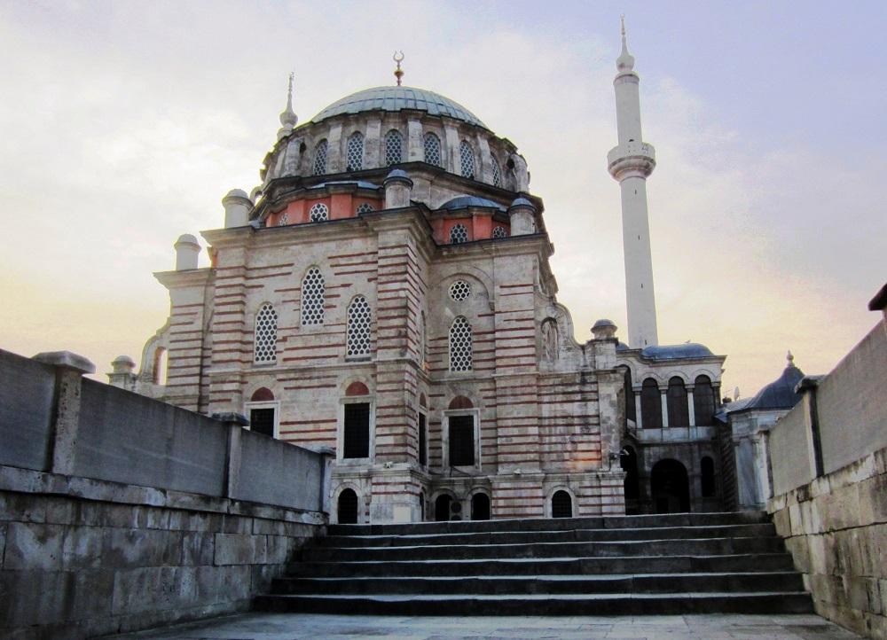 ساعات بازدید از مسجد لاله لی استانبول
