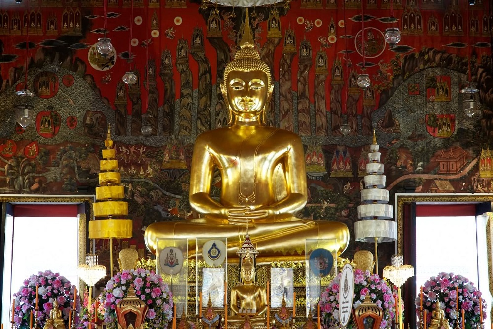 مراسم پرستش بودا در معبد وات ساکت بانکوک