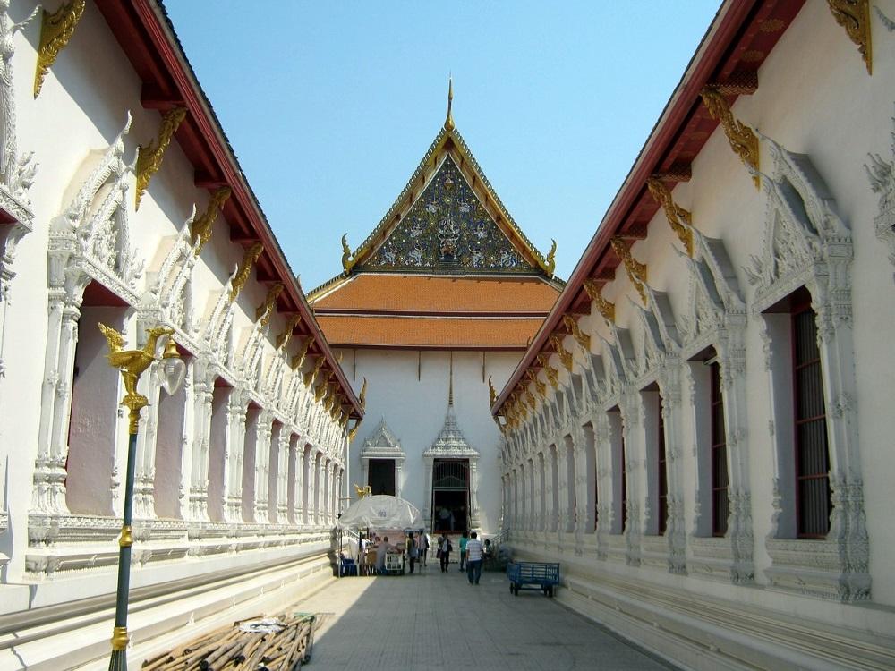 بازار طلسم در کنار معبد وات ماهاتات بانکوک
