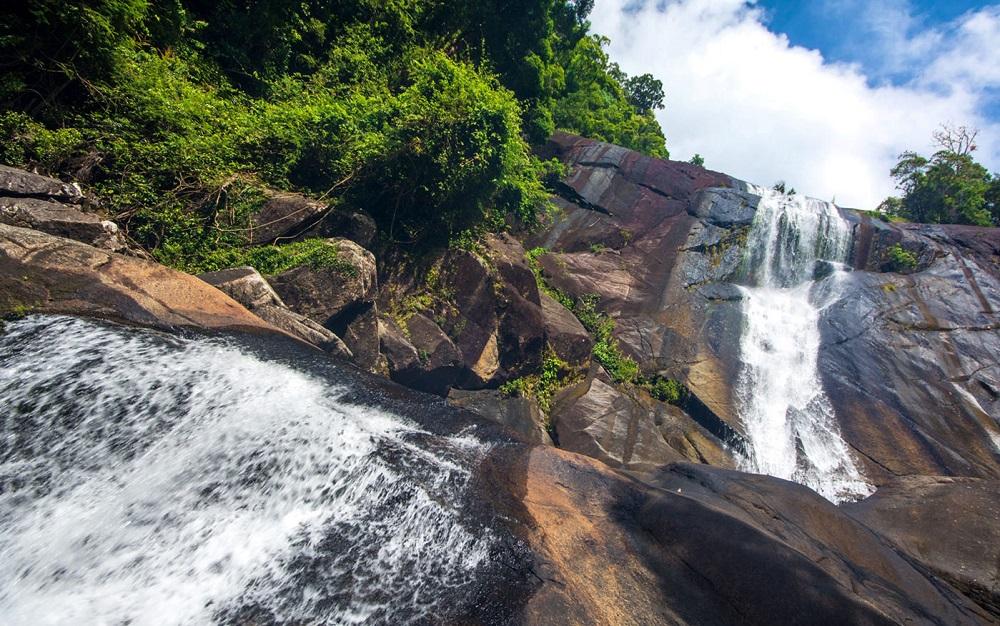 نام آبشارهای تلاگا توجو لنکاوی مالزی