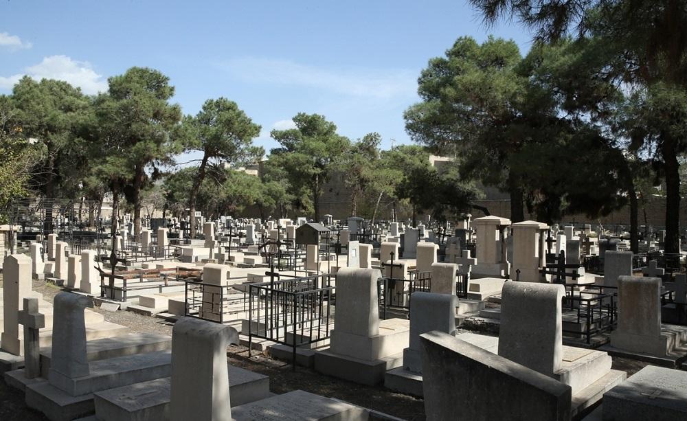 قدمت این قبرستان