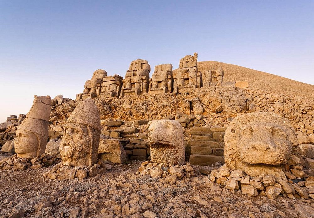 از کوه نمرود بازدید کنید