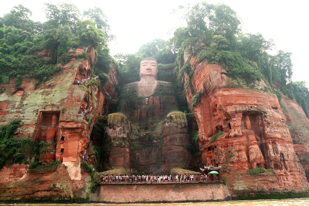 بزرگ ترین مجسمه سنگی بودا دنیا در چین، لشان