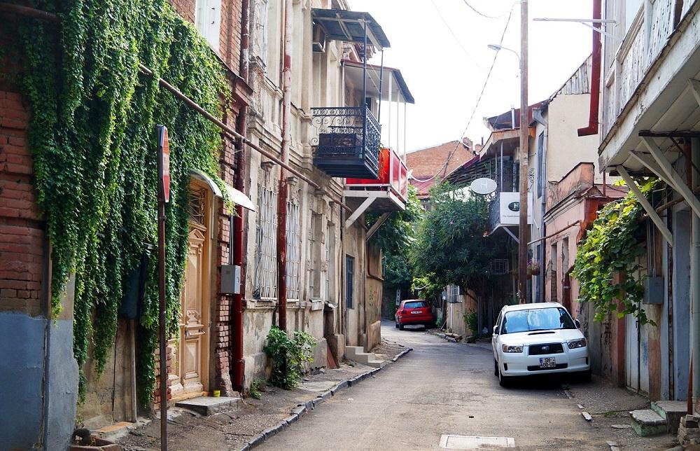 خیابان های کوچک و باریک تفلیس