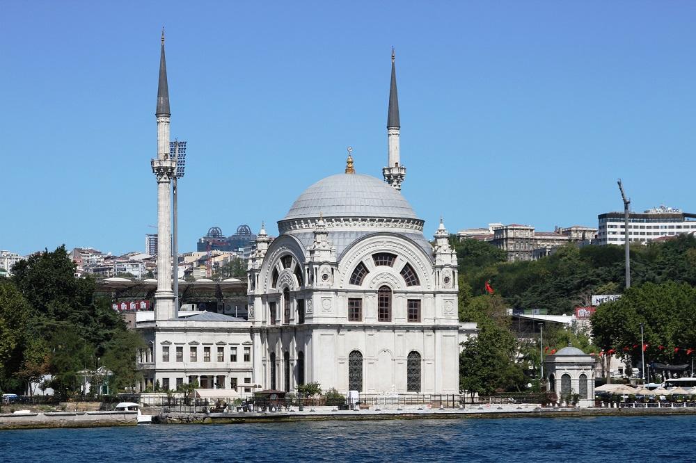 مسجد دولماباغچه استانبول