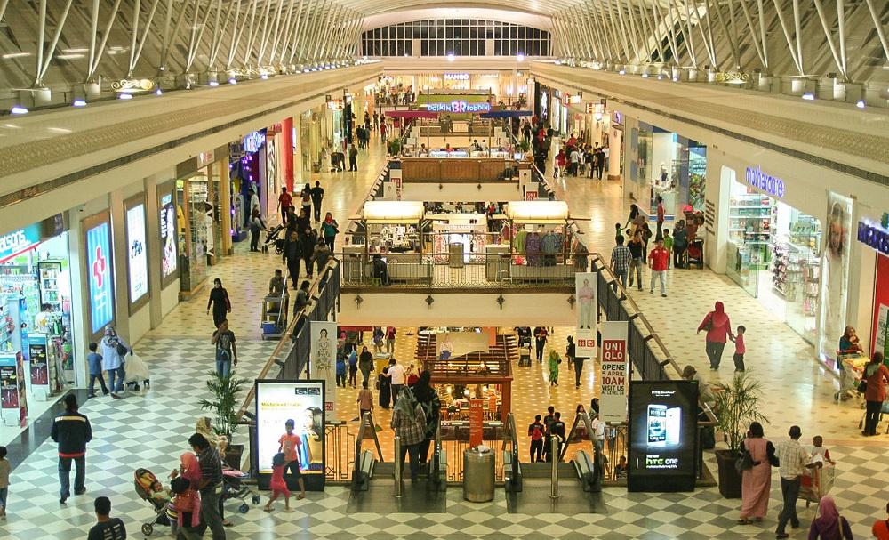 فروشگاه ها و مغازه های مرکز خرید آلاماندا پوتراجایا مالزی