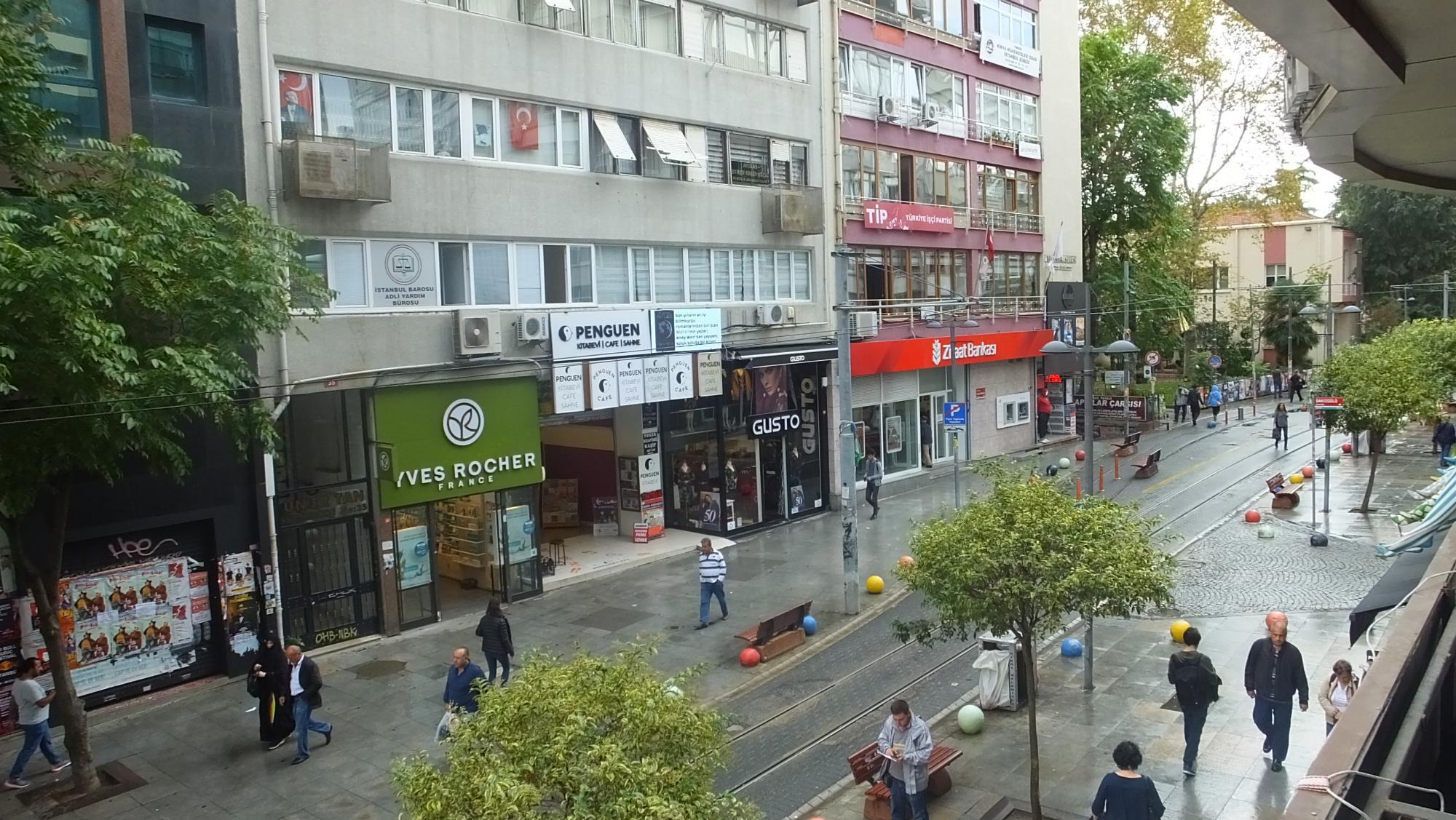 بوتیک ها و فروشگاه های خیابان بهاریه استانبول