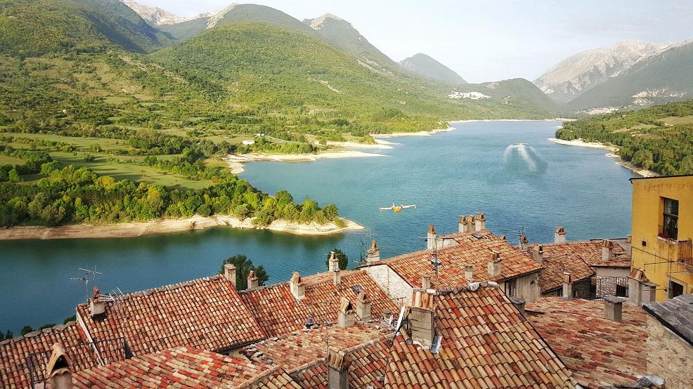 دریاچه های زیبا و چشمه های طبیعی