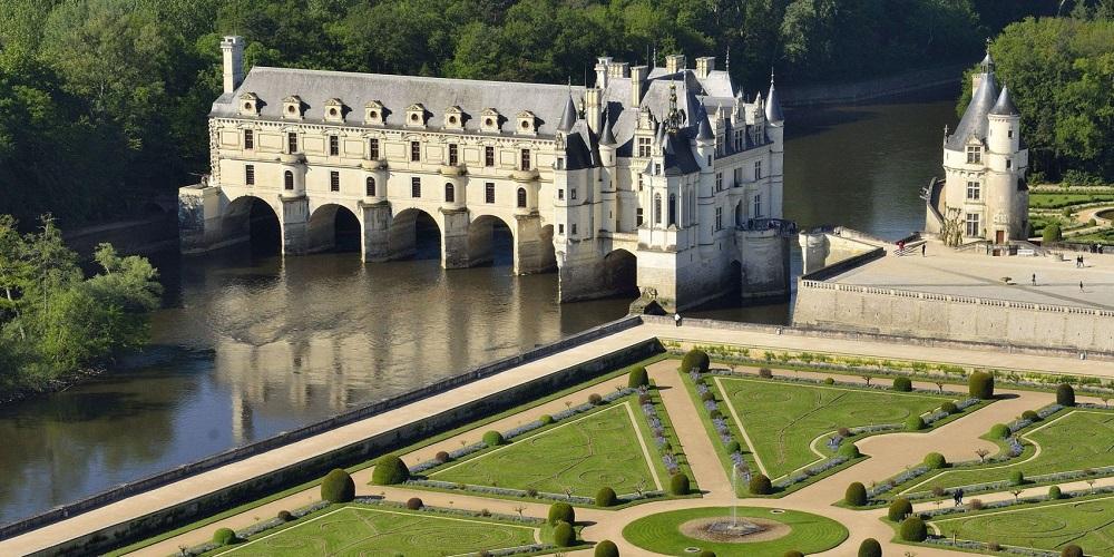 چنونسو، قصری روی آب در فرانسه