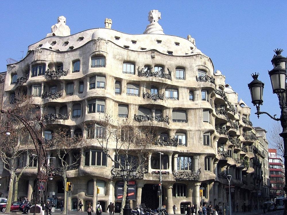 قصر کازامیلا در بارسلونا، یک شاهکار معماری